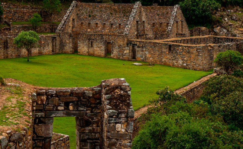 Discover Choquequirao Inca Ruins in a 4-day 3-night trek in the jungle